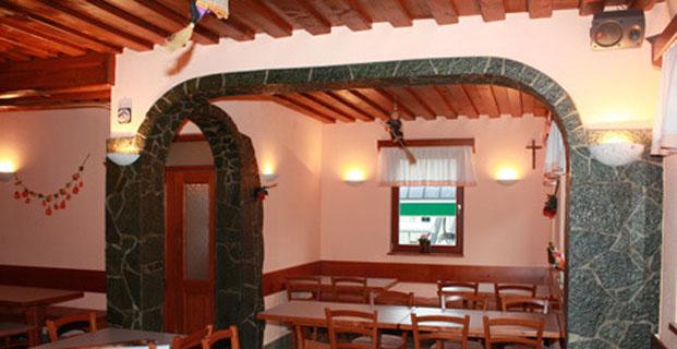 Notranjost picerije in gostilne Grapa